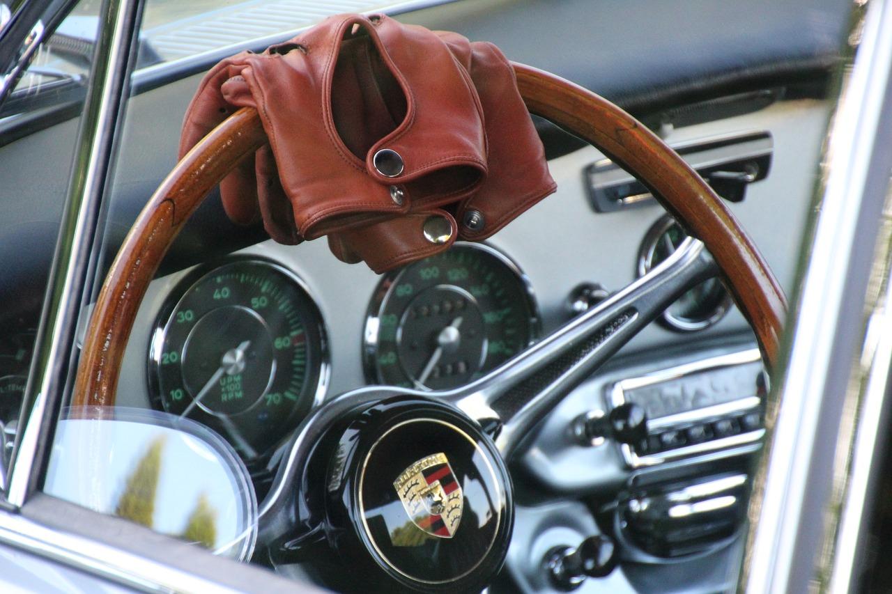 You are currently viewing Rękawiczki samochodowe – szpan czy przydatny dodatek ?